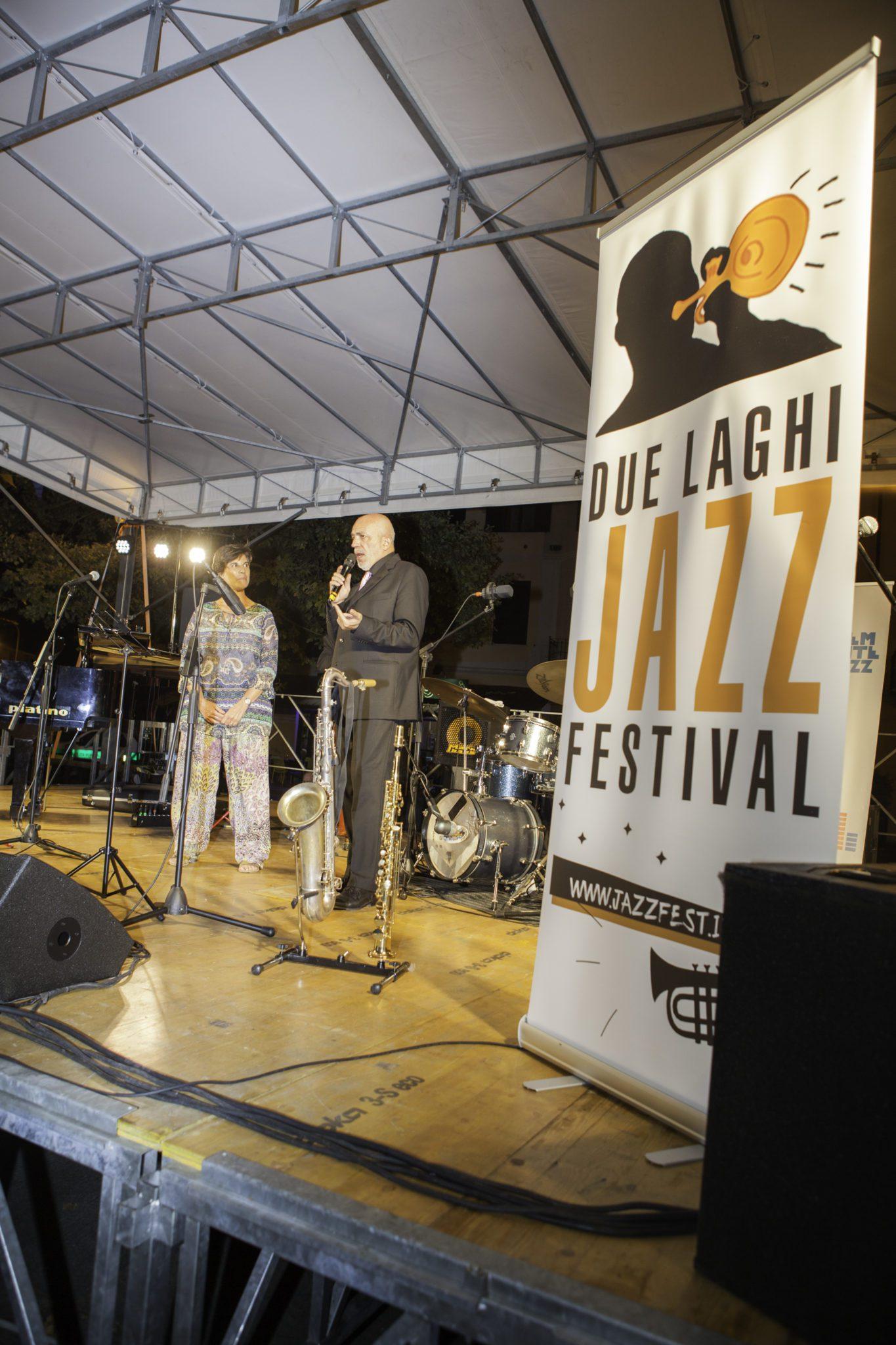 Il sindaco di Almese Ombretta Bertolo insieme al direttore artistico del Due laghi jazz festival Fulvio Albano