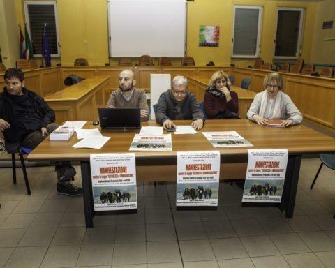 Nella foto Davide Rostan (Chiesa valdese Susa), Andrea Archinà (sindaco di Avigliana), Enzo Merini (sindaco di Vaie), Daniela Molinero (Anpi Valle di Susa), Elisabetta Serra (vicesindaca di Vaie)