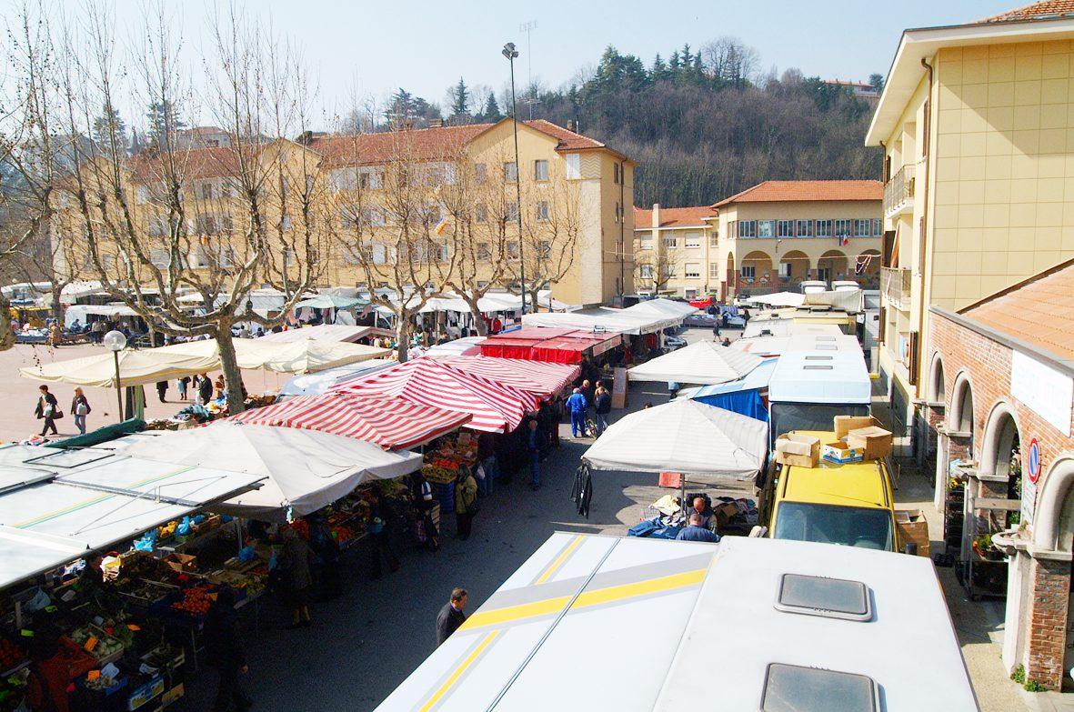 Mercato di Avigliana - Foto di Giuseppe Maritano, per gentile concessione