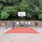 Gli assessori allo Sport Enrico Tavan e ai Lavori pubblici Andrea Remoto insieme al presidente dell'Avigliana basket Francesco Calabrò e allo staff della società sportiva